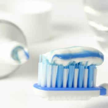 Zahnpasta mit Fluorid